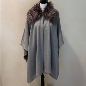 Forever 21 cape with detachable fur collar